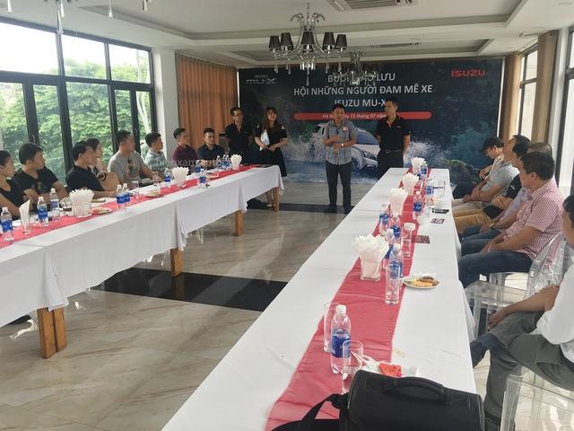 Câu lạc bộ những người chơi xe Isuzu Mu-X lần đầu gặp gỡ tại Hà Nội - Ảnh 1.