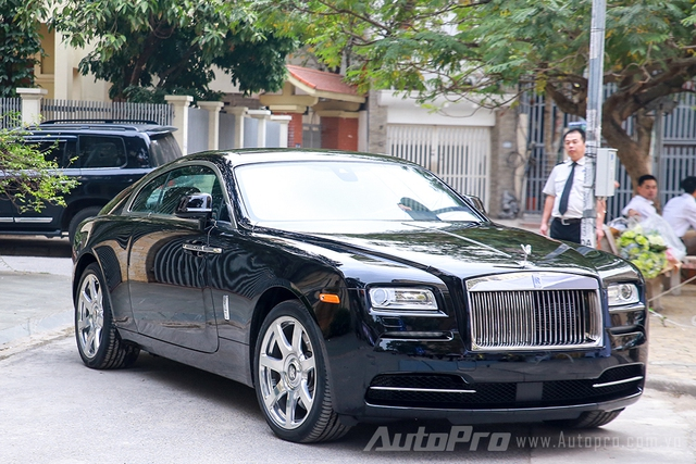 Cận cảnh Rolls-Royce Wraith quà cưới của Hoa hậu Bản sắc Việt Thu Ngân - Ảnh 2.