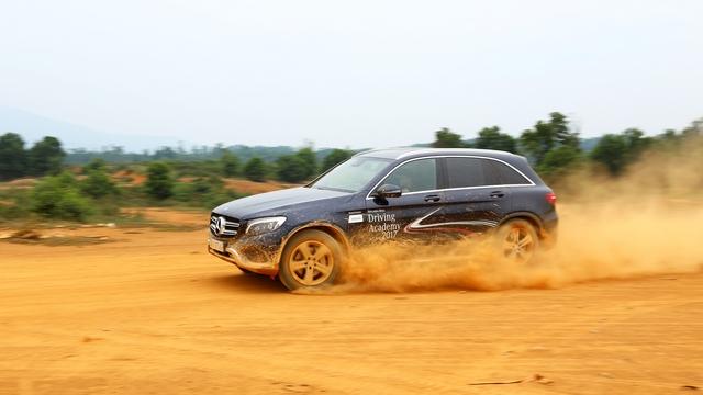 Thử đua Drag bằng xe Mercedes Benz tại Đồng Mô - Ảnh 3.