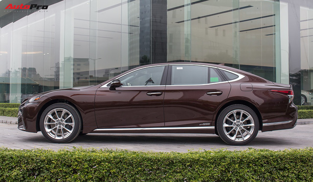 Cạnh tranh Mercedes-Maybach S450, Lexus LS500h 2018 chốt giá từ 7,44 tỷ đồng tại Việt Nam - Ảnh 3.