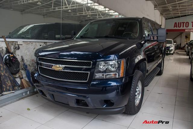 Khủng long Mỹ Chevrolet Suburban 2008 rao bán lại giá hơn 1,8 tỷ đồng - Ảnh 1.