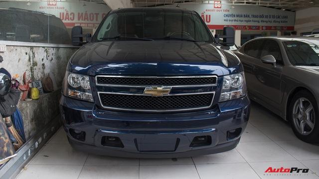 """""""Khủng long Mỹ"""" Chevrolet Suburban 2008 rao bán lại giá hơn 1,8 tỷ đồng"""