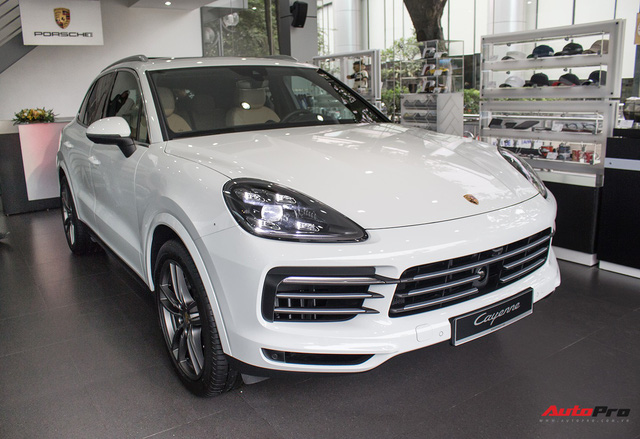 Porsche Việt Nam kỉ niệm 10 năm thành lập và bàn giao 10 xe Panamera đặc biệt - Ảnh 2.