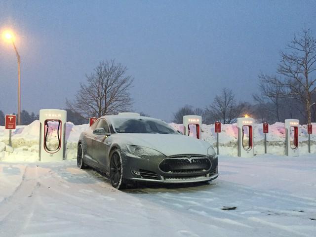 Tesla áp dụng công nghệ sưởi xe ngày lạnh giá - Ảnh 1.