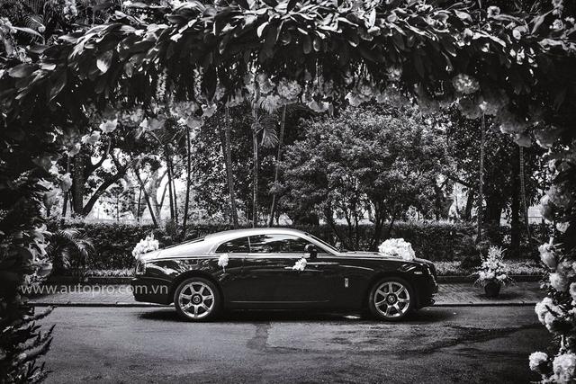 Hà Nội: Rolls-Royce Wraith hoá thân thành xe dâu - Ảnh 3.