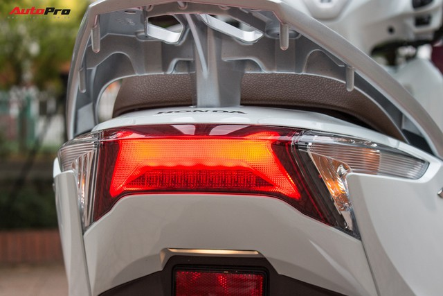 Đã ra bản mới, Honda LEAD 125 đời cũ vẫn đội giá tại đại lý - Ảnh 6.
