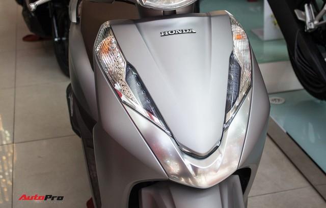 Đã ra bản mới, Honda LEAD 125 đời cũ vẫn đội giá tại đại lý - Ảnh 2.