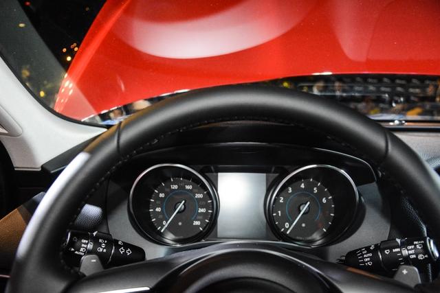 Đối thủ Porsche Macan, Jaguar F-Pace, chính thức ra mắt tại Việt Nam - Ảnh 13.