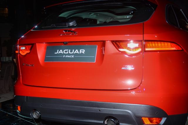 Đối thủ Porsche Macan, Jaguar F-Pace, chính thức ra mắt tại Việt Nam - Ảnh 9.