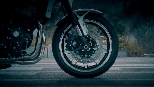 Kawasaki tiếp tục hé lộ chi tiết về xe hoài cổ Z900RS - Ảnh 3.