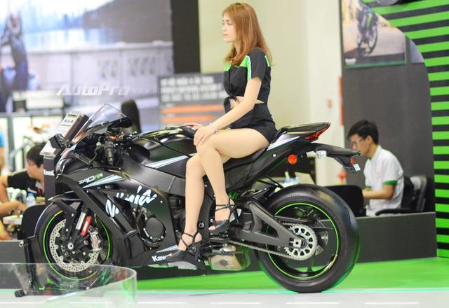 Chiêm ngưỡng vẻ đẹp sexy của siêu mô tô bản giới hạn Kawasaki Ninja ZX-10RR 2017 - Ảnh 2.