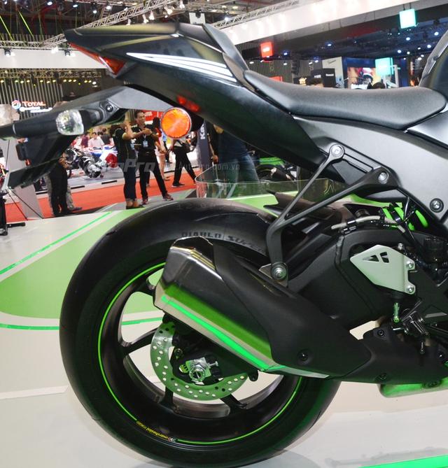 Chiêm ngưỡng vẻ đẹp sexy của siêu mô tô bản giới hạn Kawasaki Ninja ZX-10RR 2017 - Ảnh 6.