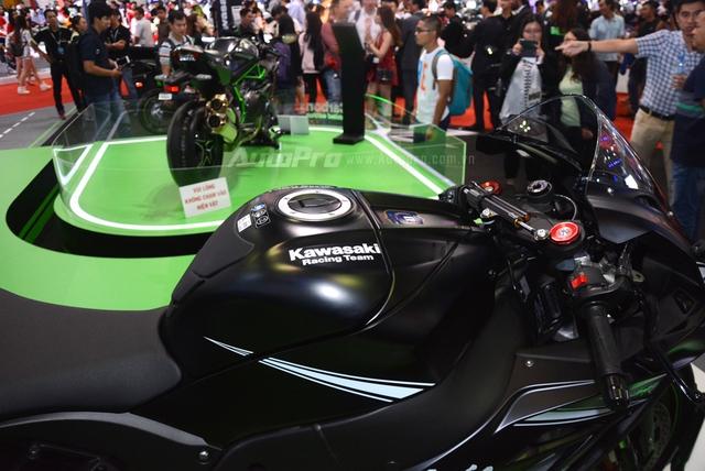 Chiêm ngưỡng vẻ đẹp sexy của siêu mô tô bản giới hạn Kawasaki Ninja ZX-10RR 2017 - Ảnh 11.