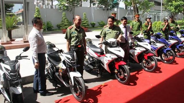 Đội săn bắt cướp Tp. Hồ Chí Minh được trang bị dàn xe côn tay Yamaha Exciter 150 và Honda Sonic 150R