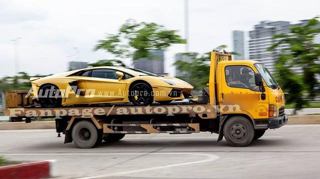Cặp đôi siêu xe Lamborghini 39 tỷ Đồng được vận chuyển về quê ăn Tết - Ảnh 4.
