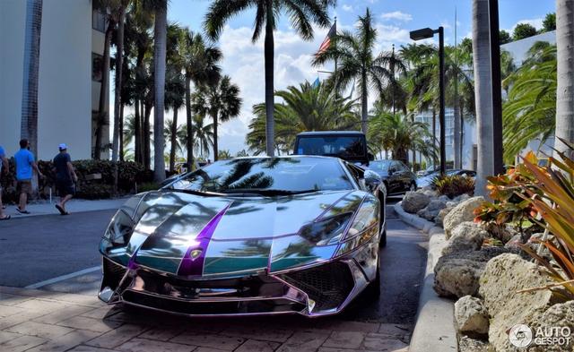 Lamborghini Aventador SV mui trần nổi bật với bộ cánh mạ crôm phối tím - Ảnh 2.