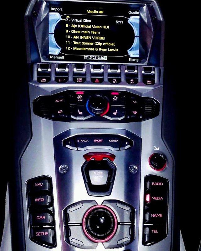 Rộ tin đồn siêu xe Lamborghini Aventador mui trần thứ 3 đã cập bến Việt Nam - Ảnh 7.