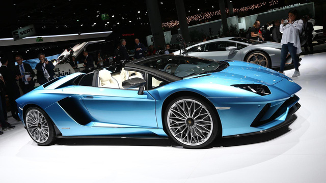 Đây là những hình ảnh nóng hổi về chiếc Lamborghini Aventador S LP740-4 mui trần sắp ra mắt - Ảnh 4.