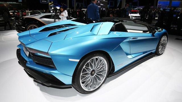 Đây là những hình ảnh nóng hổi về chiếc Lamborghini Aventador S LP740-4 mui trần sắp ra mắt - Ảnh 10.