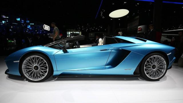 Đây là những hình ảnh nóng hổi về chiếc Lamborghini Aventador S LP740-4 mui trần sắp ra mắt - Ảnh 7.