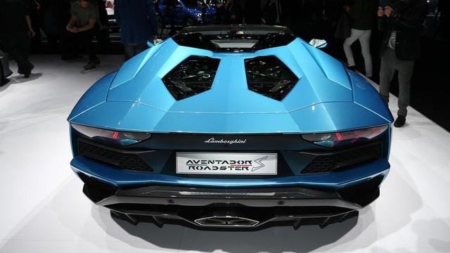 Đây là những hình ảnh nóng hổi về chiếc Lamborghini Aventador S LP740-4 mui trần sắp ra mắt - Ảnh 12.