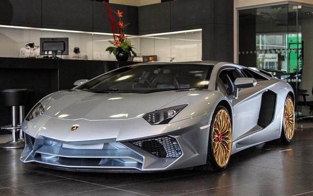 Lamborghini Aventador SV với tùy chọn màu sơn đắt đỏ trị giá 1,45 tỷ Đồng - Ảnh 1.
