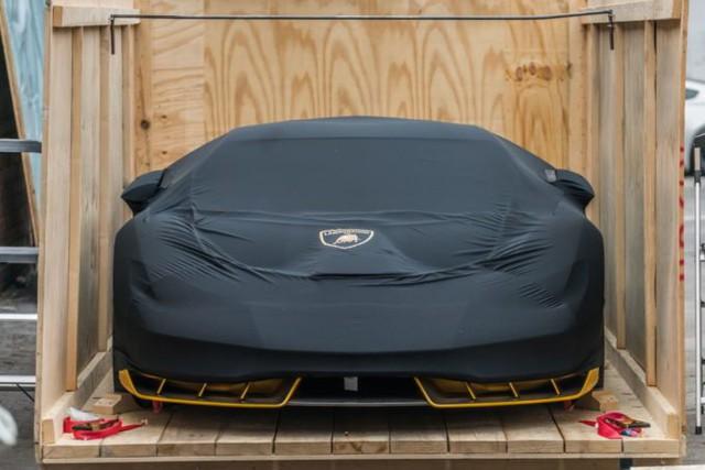 Cận cảnh siêu phẩm Lamborghini Centenario màu vàng rực tại Mỹ - Ảnh 1.