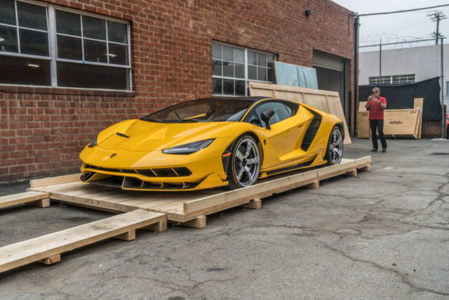 Cận cảnh siêu phẩm Lamborghini Centenario màu vàng rực tại Mỹ - Ảnh 2.