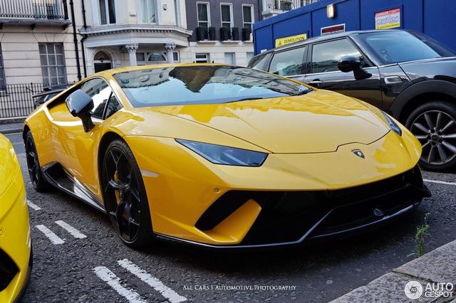 Vẻ đẹp của đội quân Lamborghini tông xuyệt tông màu vàng rực trên phố London - Ảnh 7.