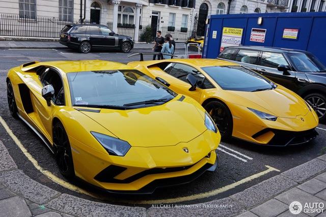Vẻ đẹp của đội quân Lamborghini tông xuyệt tông màu vàng rực trên phố London - Ảnh 6.