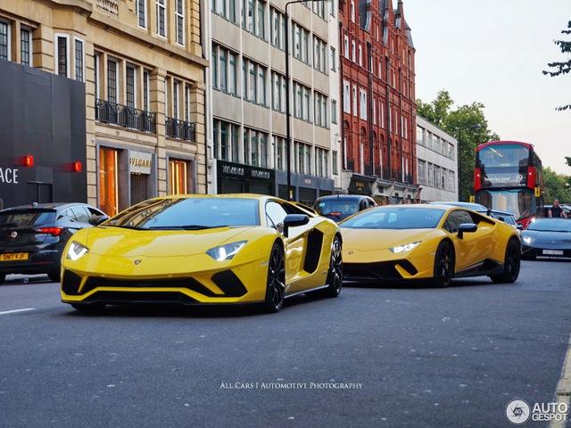 Vẻ đẹp của đội quân Lamborghini tông xuyệt tông màu vàng rực trên phố London - Ảnh 5.