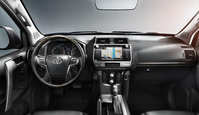 Cùng tầm tiền, chọn Toyota Land Cruiser Prado hay Ford Explorer? - Ảnh 3.