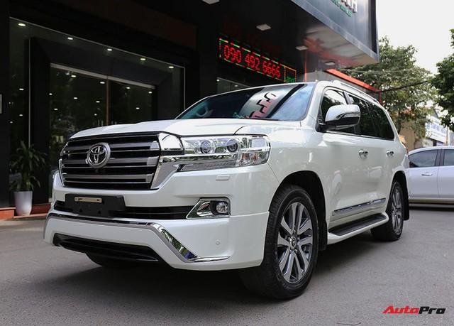 SUV hầm hố Toyota Land Cruiser VXR đi 10.000 km rao bán giá 4,8 tỷ đồng - Ảnh 1.