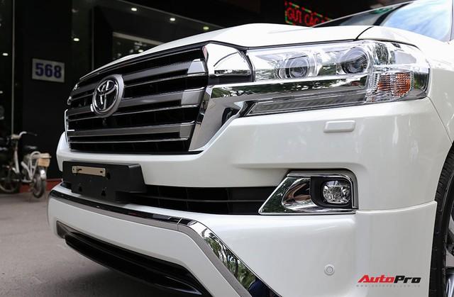 SUV hầm hố Toyota Land Cruiser VXR đi 10.000 km rao bán giá 4,8 tỷ đồng - Ảnh 7.