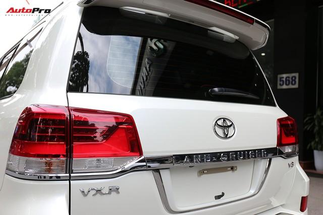 SUV hầm hố Toyota Land Cruiser VXR đi 10.000 km rao bán giá 4,8 tỷ đồng - Ảnh 10.