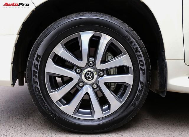 SUV hầm hố Toyota Land Cruiser VXR đi 10.000 km rao bán giá 4,8 tỷ đồng - Ảnh 5.