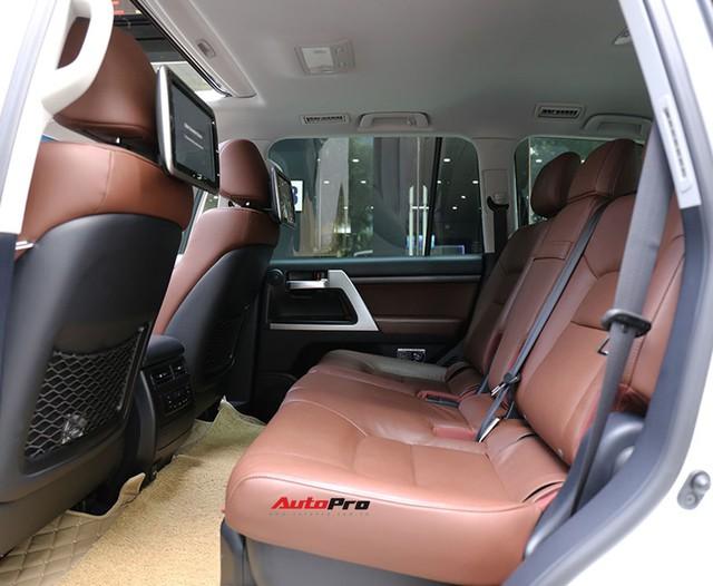 SUV hầm hố Toyota Land Cruiser VXR đi 10.000 km rao bán giá 4,8 tỷ đồng - Ảnh 15.