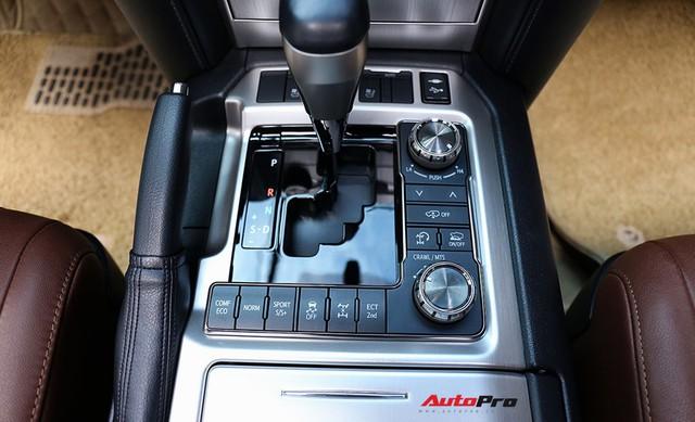 SUV hầm hố Toyota Land Cruiser VXR đi 10.000 km rao bán giá 4,8 tỷ đồng - Ảnh 13.