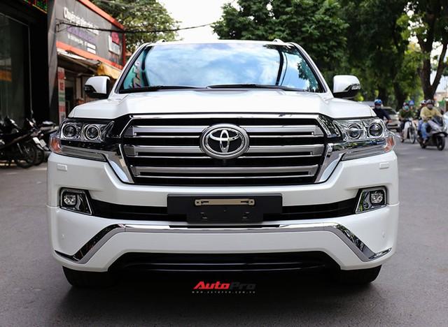 SUV hầm hố Toyota Land Cruiser VXR đi 10.000 km rao bán giá 4,8 tỷ đồng - Ảnh 2.