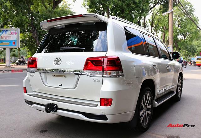 SUV hầm hố Toyota Land Cruiser VXR đi 10.000 km rao bán giá 4,8 tỷ đồng - Ảnh 4.