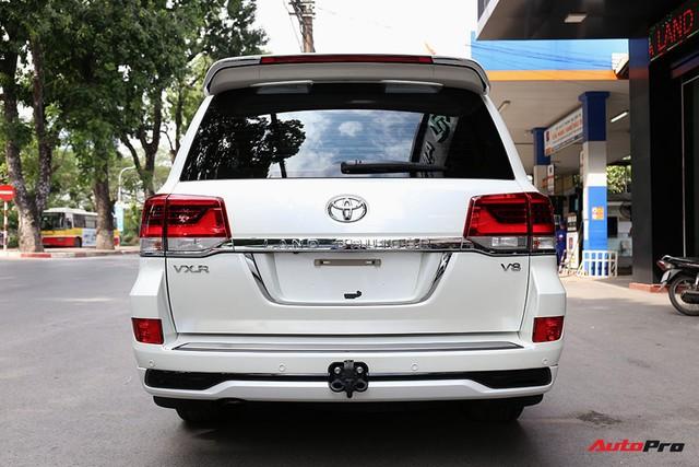 SUV hầm hố Toyota Land Cruiser VXR đi 10.000 km rao bán giá 4,8 tỷ đồng - Ảnh 8.