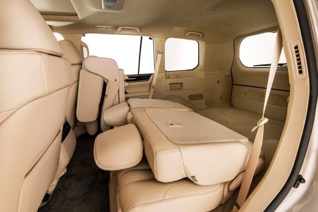 Lexus giới thiệu LX570 phiên bản 5 chỗ ngồi, giá rẻ hơn 5.000 USD - Ảnh 1.