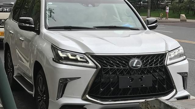 Bắt gặp SUV hạng sang Lexus LX570 Superior mới trên đường phố