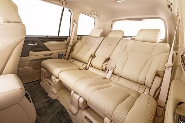 Lexus giới thiệu LX570 phiên bản 5 chỗ ngồi, giá rẻ hơn 5.000 USD - Ảnh 2.