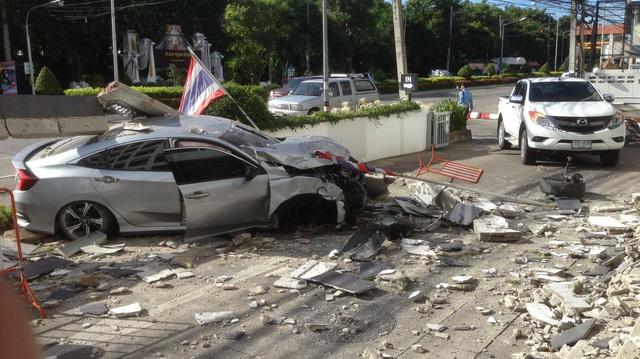 Nam sinh viên lái Honda Civic Hatchback 2017 ở tốc độ cao, lao thẳng vào tòa nhà bên đường