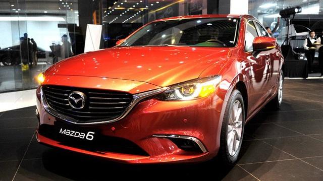 Bán chậm, hàng loạt sedan hạng D giảm giá để hút khách hàng Việt
