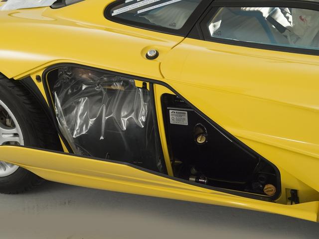 McLaren F1 siêu hiếm, khoang động cơ dát vàng đang được rao bán - Ảnh 10.