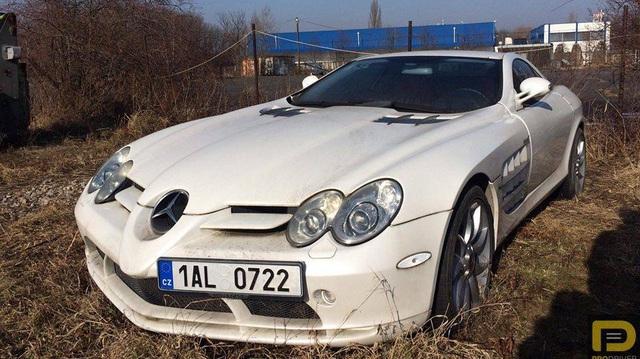 """Siêu xe Mercedes-Benz SLR McLaren bị """"bỏ rơi"""" 6 năm"""