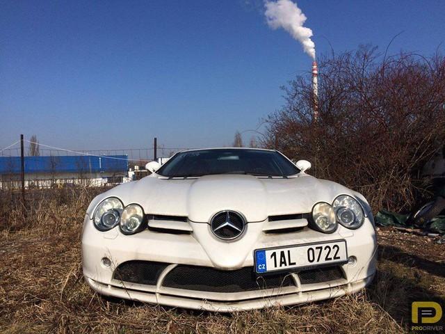 Siêu xe Mercedes-Benz SLR McLaren bị bỏ rơi 6 năm - Ảnh 1.