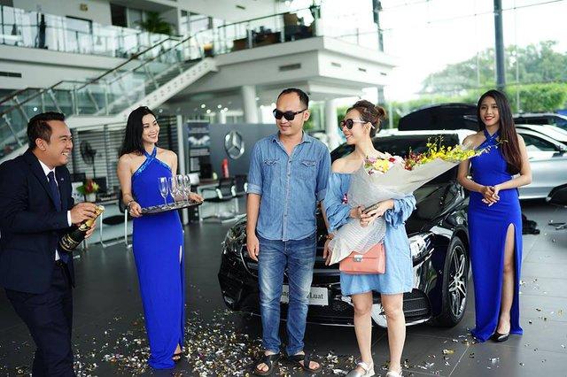 Vợ chồng nghệ sĩ hài Thu Trang và Tiến Luật tậu Mercedes-Benz E300 AMG 2017 2,8 tỷ Đồng - Ảnh 2.